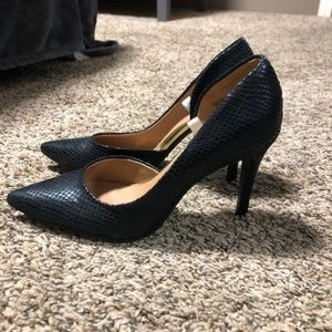 Black Snake skin Mossimo Closed Toe Pumps- Sz 6.5